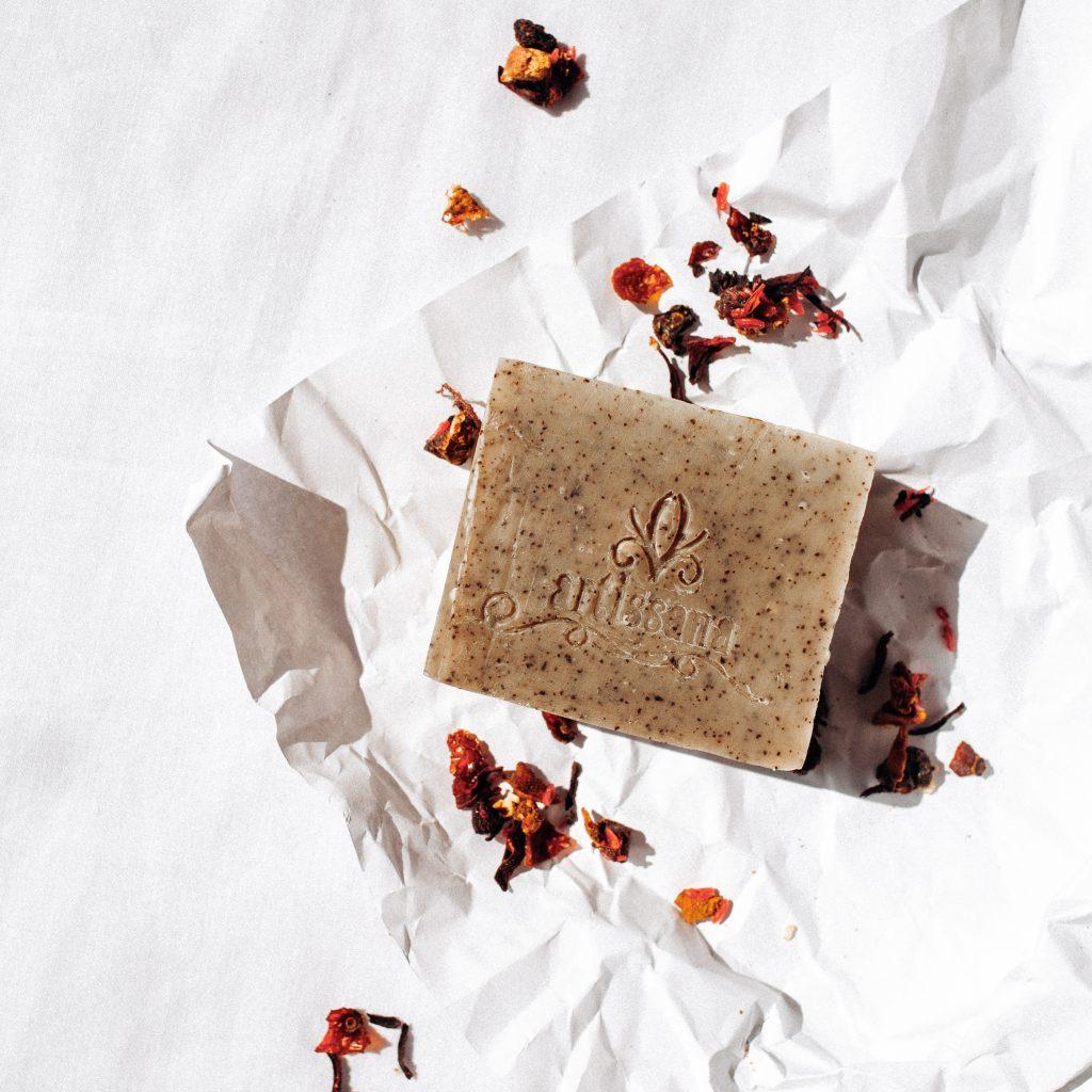 sapun-natural-cafea-si-scortisoara