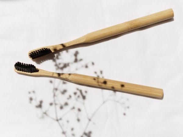 periuta de dinti din bambus
